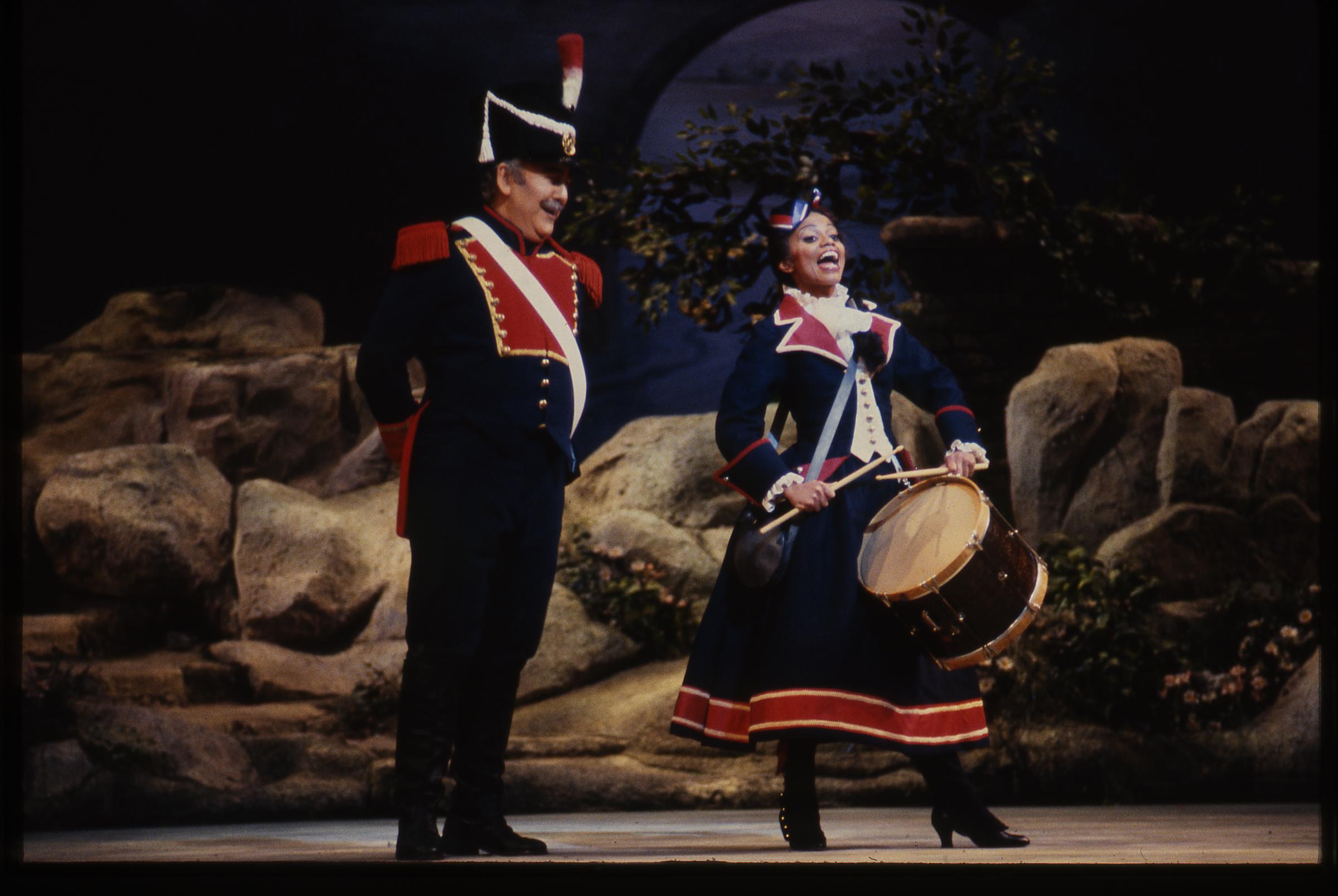 la fille du regiment dessay florez Soprano spécialisée dessay la fille du regiment dans les rôles de colorature, elle est connue pour ses talents accuplacer essay practice de opéras, opérettes.